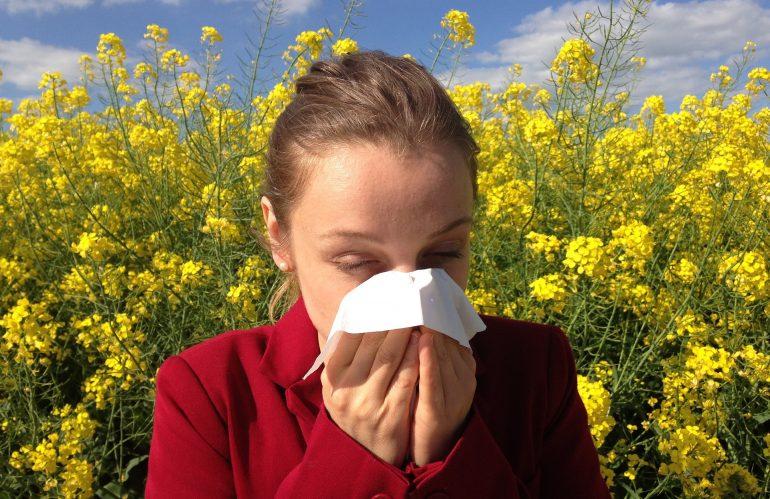 Llegan las alergias oculares primaverales.